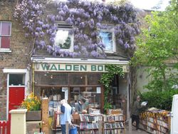 Walden Books store photo