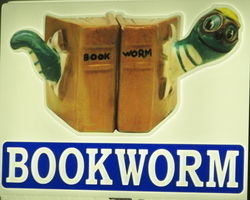 Ye Old Bookworm logo
