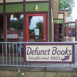 Defunct Books store photo