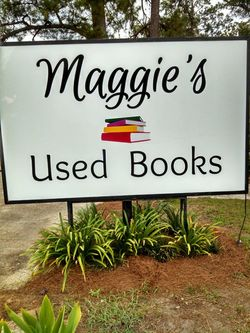 Maggie's Used Books logo