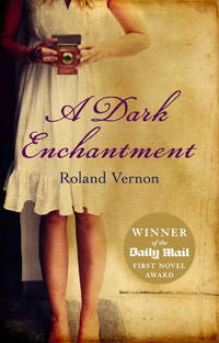 A Dark Enchantment(Chinese Edition)
