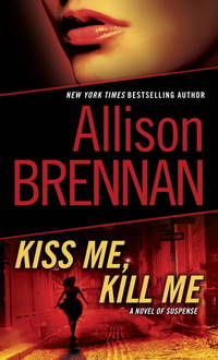 Kiss Me, Kill Me: A Novel of Suspense (Lucy Kincaid)