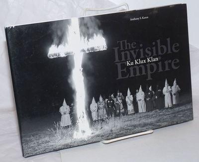 Brooklyn: powerHouse Books, 2009. Unpaginated, uncaptioned black-bordered photo-reproductions throug...