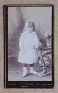 Carte De Visite Photograph: Portrait of a Young Girl