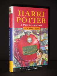 Harri Potter maen yr Athronydd (Welsh language edition): [Harry Potter and the Philosopher's Stone]
