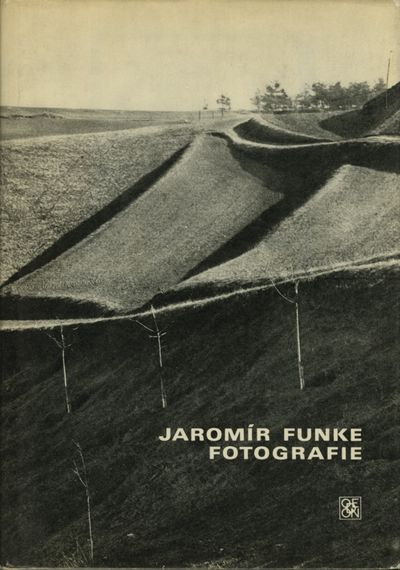 Praha: Odeon, 1970. First edition. Funke, Jaromir. 8vo., 29 pp., 132 full-page photogravure plates. ...