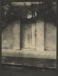 THE DOOR IN THE WALL.; Illustrated with Photogravures from Photographs by Alvin Langdon Coburn