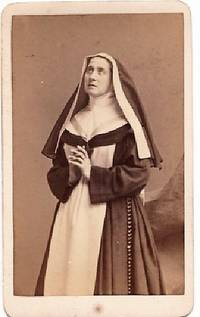 CARTE DE VISITE OF ITALIAN ACTRESS ADELAIDE RISTORI IN CHARACTER AS SISTER TERESA, PHOTOGRAPHED BY NAPOLEON SARONY