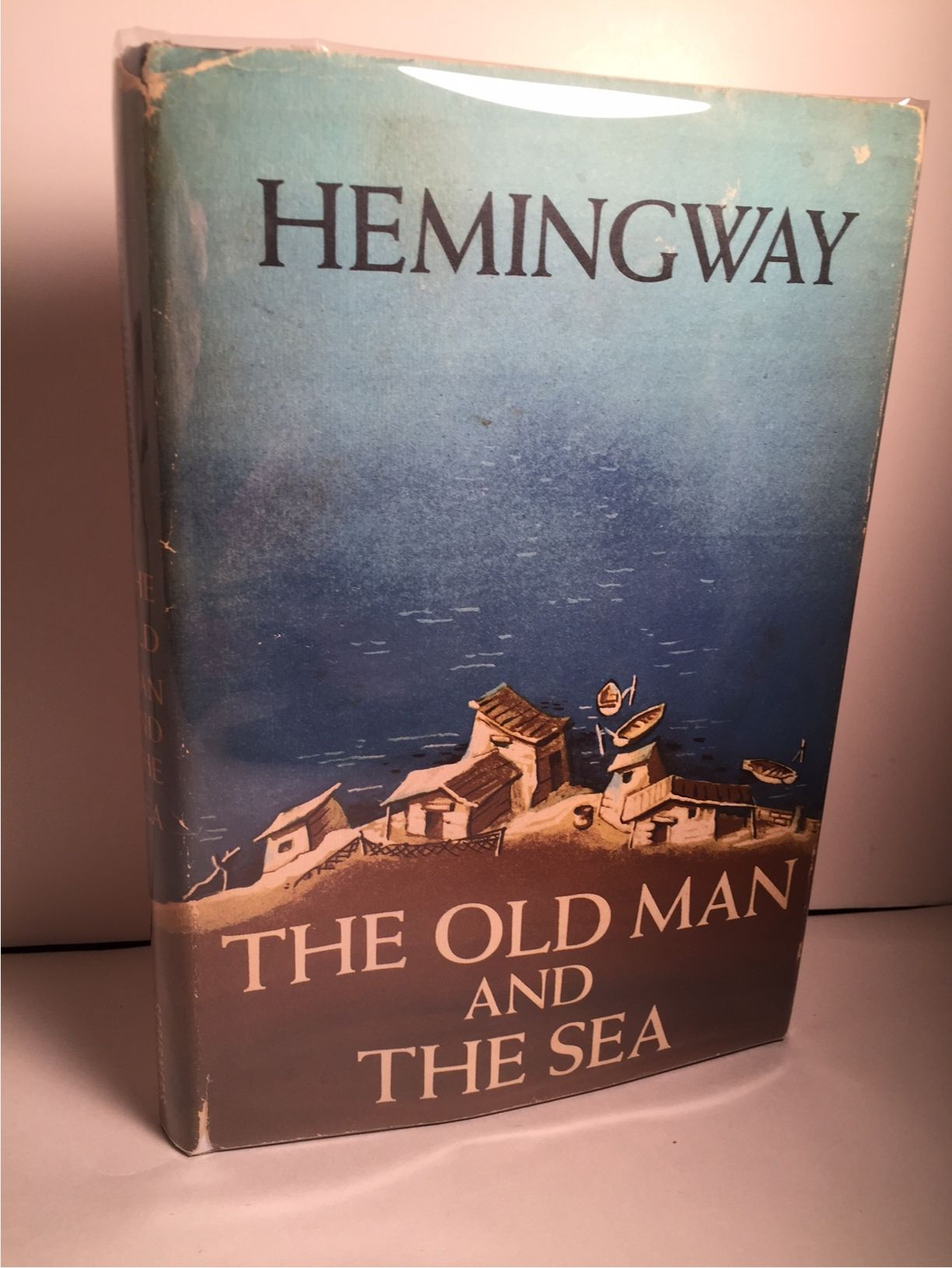 hemingway s old man and sea The old man and the sea is one of hemingway's most enduring works told in language of great simplicity and power, it is the story of an old cuban fisherman, down on his luck, and his supreme ordeal — a relentless, agonizing battle with a giant marlin far out in the gulf stream.