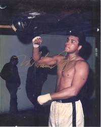 image of Fine vintage coloured photo signed in gold ink (Muhammed, 1942-2016, American Boxer, Heavyweight Champion of the World, Activistist)
