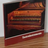 Tasteninstrumente Des Museums: Kielklaviere, Clavichorde, Hammerklaviere by Gesine Haase & Dieter Krickeberg - Hardcover - 1981 - from Books from Benert (SKU: 000612)