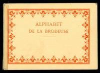 Alphabet de la Brodeuse Lettres, Chiffres, Monogrammes et Ornements à points comptés suivis d'une sèrie de modèles avec calques pour broderie de blanc