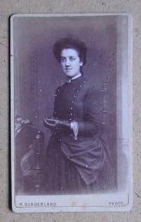 Carte De Visite Photograph: Portrait of a Young Woman Wearing Gloves.