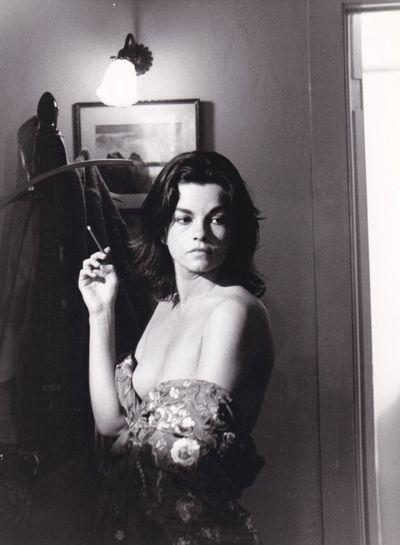 Los Angeles: Twentieth Century-Fox, 1976. Vintage borderless reference photograph from the 1976 film...