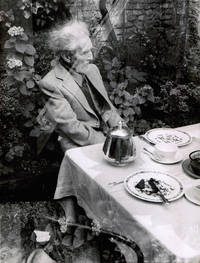 """[Photographie originale] Deux portraits photographiques """"inconnus"""" et """"ratés"""" d'Ezra Pound à Venise, circa 1970, par Jean-Michel Folon"""