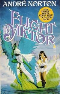 Flight in Yiktor (Moon Singer/Free Traders, Bk. 3)