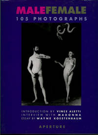 MALE/FEMALE : 105 Photographs