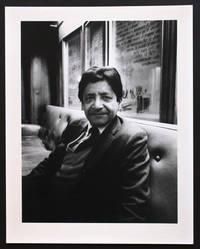 Portrait photographique de Vidiadhar Surajprasad Naipaul par Bruno de Monès (tirage vintage signé)