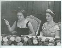 image of Unsigned press photo (b. 1926, Queen of Great Britain) & MARGARET (1930-2002, Princess, Sister of Queen Elizabeth II, Countess of Snowdon)]