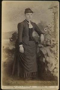 CABINET CARD PHOTOGRAPH OF YOUNG STANDING LADY FROM RICHMOND, INDIANA