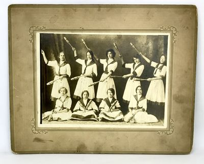 Chicago: T. Adamowicz, c. 1910's. Cardboard framed black and white photo. Very good. 25 x 20 cm. Tur...