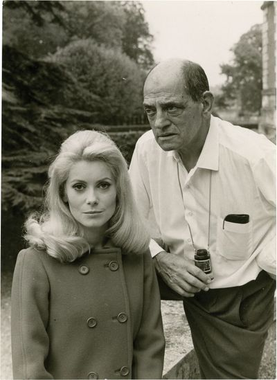 Paris: Robert et Raymond Hakim / Sud-Films Distribution, 1967. Vintage black-and-white borderless st...