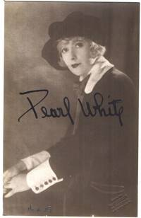 Postcard photo, signed, (Pearl, 1889-1938, American Principal Boy and 'Queen of the Silent Serials')