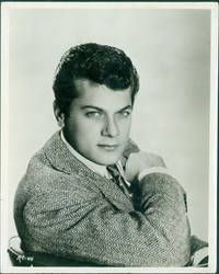 """image of Promotional 8 x 10 Black & White Glossy Photograph of Tony Curtis, for the film """"Son Of Ali Baba"""