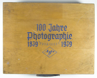 Berlin: NP, 1939. Hardcover. vg. History of 100 years of photography on 4 rolls of original 16mm fil...