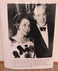ORIGINAL PHOTOGRAPH OF ROALD DAHL AND PATRICIA NEAL  (ASSOCIATED PRESS). by  Roald.: DAHL - from Roger Middleton (SKU: 33067)