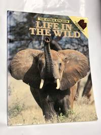 Animal Kingdom: Life in the Wild (Macmillan world library)