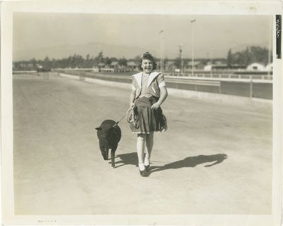 Los Angeles: Twentieth Century-Fox, 1937. Vintage black-and-white reference press photograph from th...