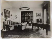 7 photographies originales documentant le mobilier dessiné pour la résidence du Dr Josef Morgenstern et sa femme Alice à Vienne (Apfelgasse 3) par l'architecte Otto Bauer en 1924