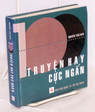 : Nhà xuat ban Van nghe TP, 1999. 395p., 5.5x5.5 inch glossy boards. Collection of short stories; t...