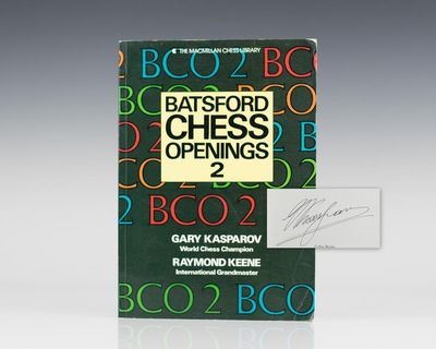 New York: Macmillan Books/ Collier Books, 1989. First Edition. Octavo. Illustrated in wrappers in ne...
