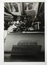 [Photographie originale] Neuf tirages photographiques autour de Jean-Michel Folon pour son exposition à la Galerie de France, 1968