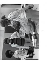 Press photograph Selma Burke, Harlem Renaissance Sculptor Talks with Schoolchildren