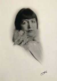 Portrait of Eve Unsell