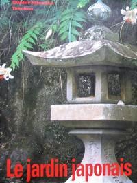 image of Le jardin japonais. Angle droit et forme naturelle